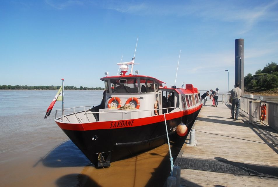 https://the-place-to-be.fr/wp-content/uploads/2019/06/billet-visite-bateau-bordeaux-croisiere-river-cruise.jpg