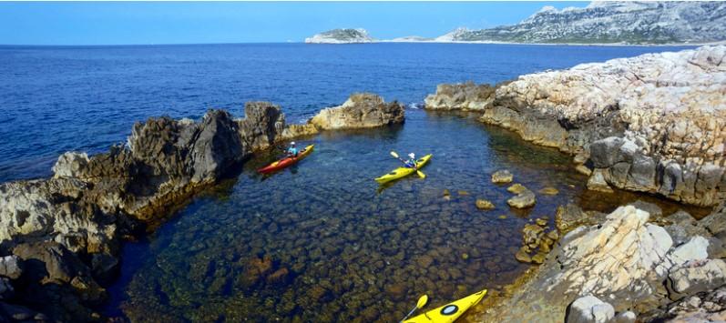 https://the-place-to-be.fr/wp-content/uploads/2019/08/faire-les-calanques-en-kayak-marseille-la-ciotat.jpg