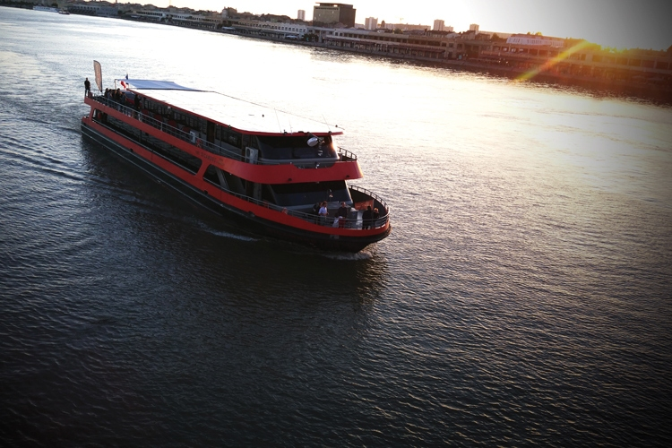 https://the-place-to-be.fr/wp-content/uploads/2019/12/diner-repas-croisiere-bordeaux-bateau-sicambre.jpg