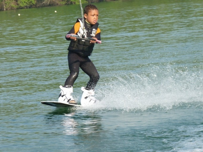 https://the-place-to-be.fr/wp-content/uploads/2020/01/activite_wakeboard_virelade-proche-bordeaux-langon-loisirs2020-enfant-adulte.jpg