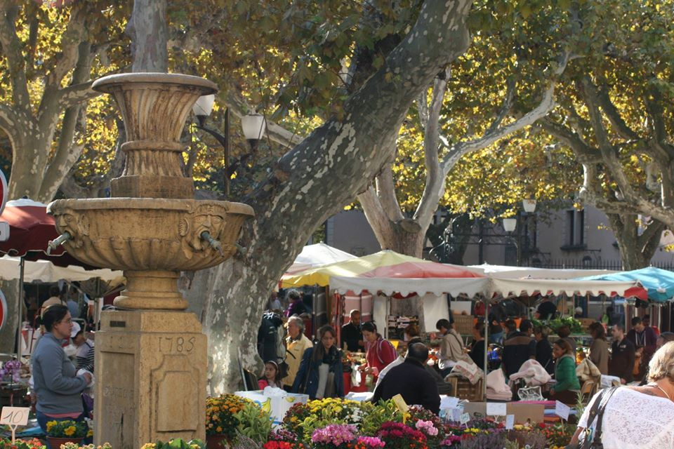 https://the-place-to-be.fr/wp-content/uploads/2020/01/marche-provencal-cassis-2020-le-mercredi.jpg