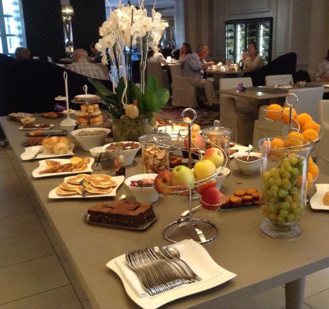 https://the-place-to-be.fr/wp-content/uploads/2020/03/brunch-grand-hotel-roi-rene-aix-en-provence.jpg
