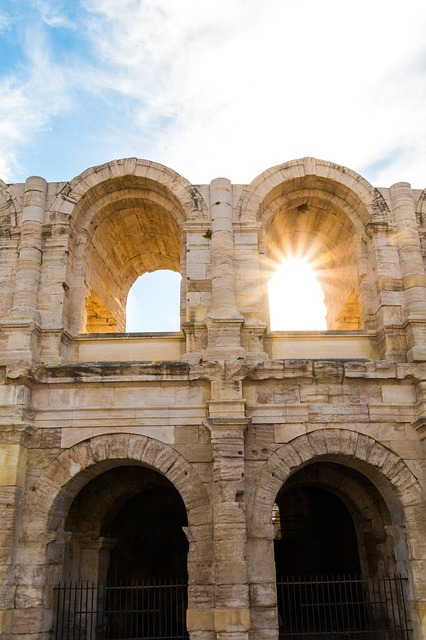 https://the-place-to-be.fr/wp-content/uploads/2020/05/the-amphitheatre-of-arles-2591568_640.jpg