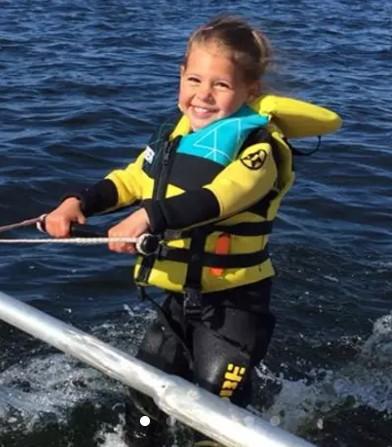 https://the-place-to-be.fr/wp-content/uploads/2020/06/cours-de-ski-nautique-enfant-proche-bordeaux.jpg
