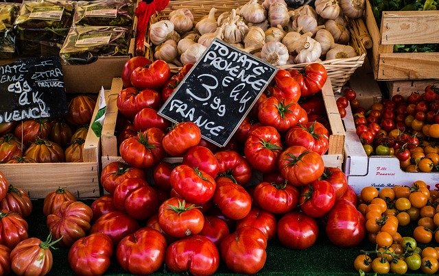 https://the-place-to-be.fr/wp-content/uploads/2020/06/tomatoes-4050245_640.jpg