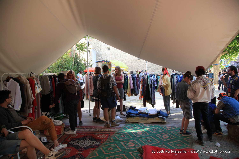 https://the-place-to-be.fr/wp-content/uploads/2020/07/vide-grenier-chapiteau-marseille-juillet-2020-belle-de-mai.jpg