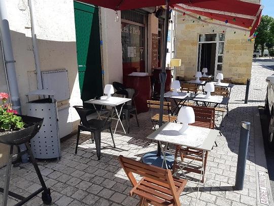 bar à cocktails les 3 ILETS à Saint-sulpice-de-faleyrens terrasse