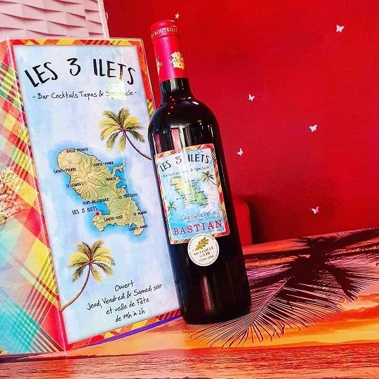 vin servi au bar à cocktails les 3 ILETS à Saint-sulpice-de-faleyrens