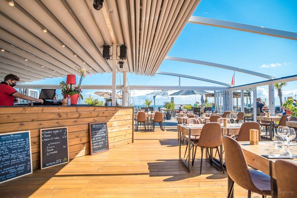 https://the-place-to-be.fr/wp-content/uploads/2021/05/bar-restaurant-rooftop-les-terrasses-du-port-arcachon-7006eef9.jpg