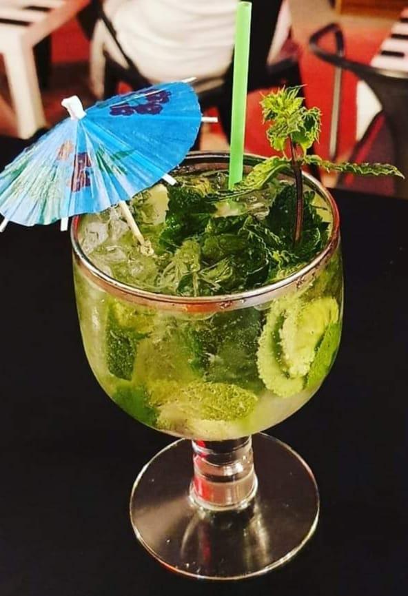 cocktail servi aux 3 ilets, bar à cocktails à Saint Sulpice de Faleyrens