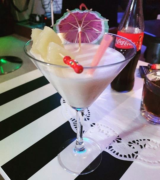 https://the-place-to-be.fr/wp-content/uploads/2021/05/cocktails-restaurant-les-3-ilets-saint-sulpice-de-faleyrens-ac7f234c.jpg