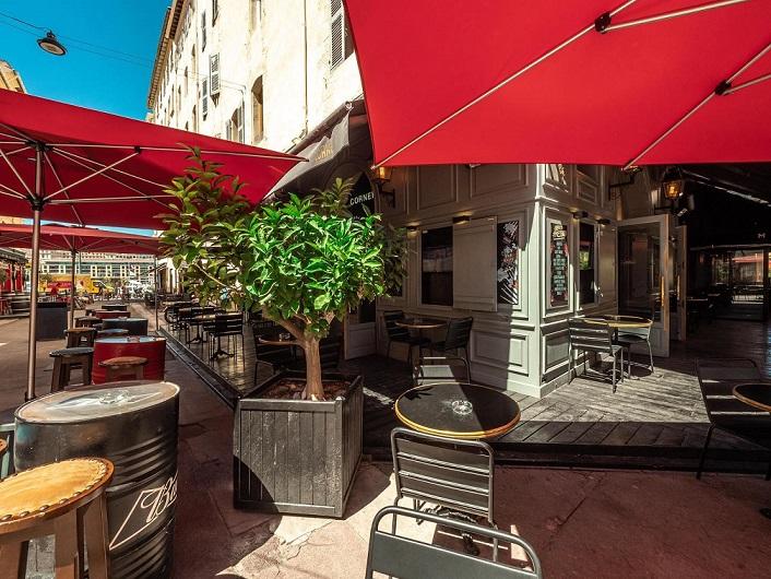 apéro en terrasse au corner marseille bar à bières