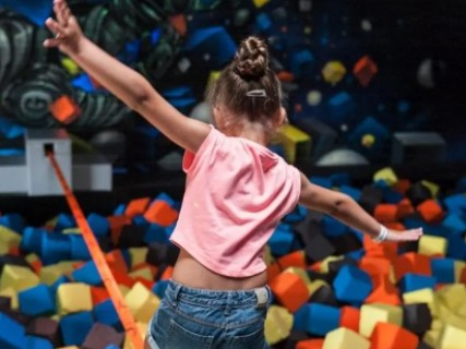 https://the-place-to-be.fr/wp-content/uploads/2021/05/parc-trampoline-biganos-801bb977.jpg