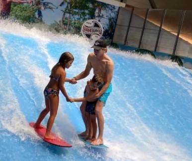 https://the-place-to-be.fr/wp-content/uploads/2021/05/surf-indoor-faire-surf-en-interieur-nikki-surf-bouc-bel-air-decathlon-marseille-306682c2.jpg