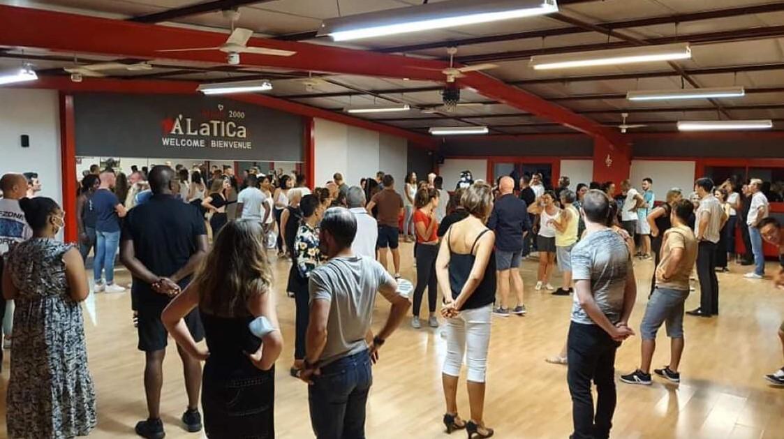 https://the-place-to-be.fr/wp-content/uploads/2021/09/cours-danse-salsa-bachata-kizomba-ecole-Alatica-Pessac-Bordeaux-b8e40213.jpg